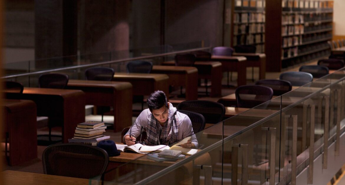 Student in library researching
