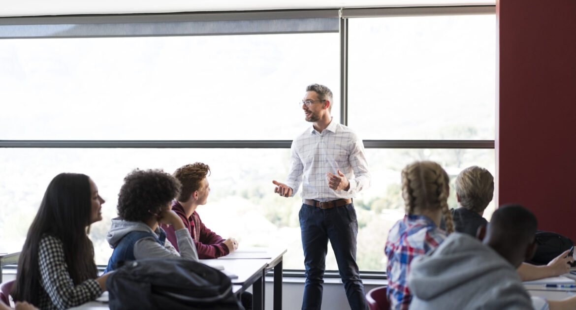Pros and Cons of Working as an Associate Lecturer